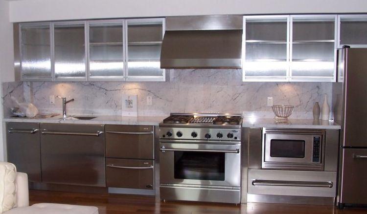 Нержавеющая сталь, как материал для оформления кухни